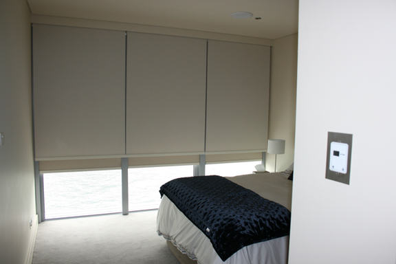 Internal blockout blinds
