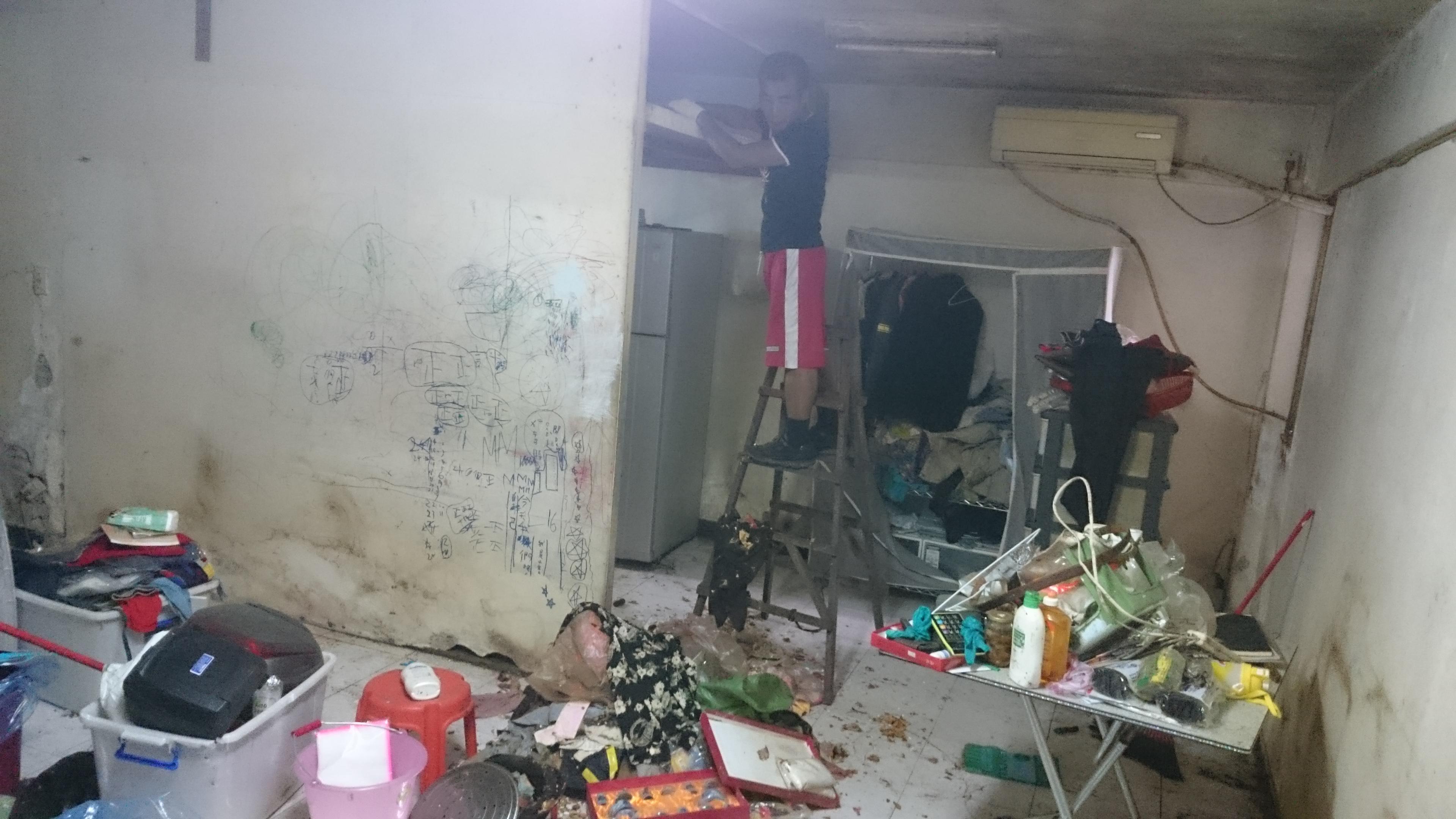 為無法自理生活的弱勢租屋者整理清潔室內並簡單粉刷