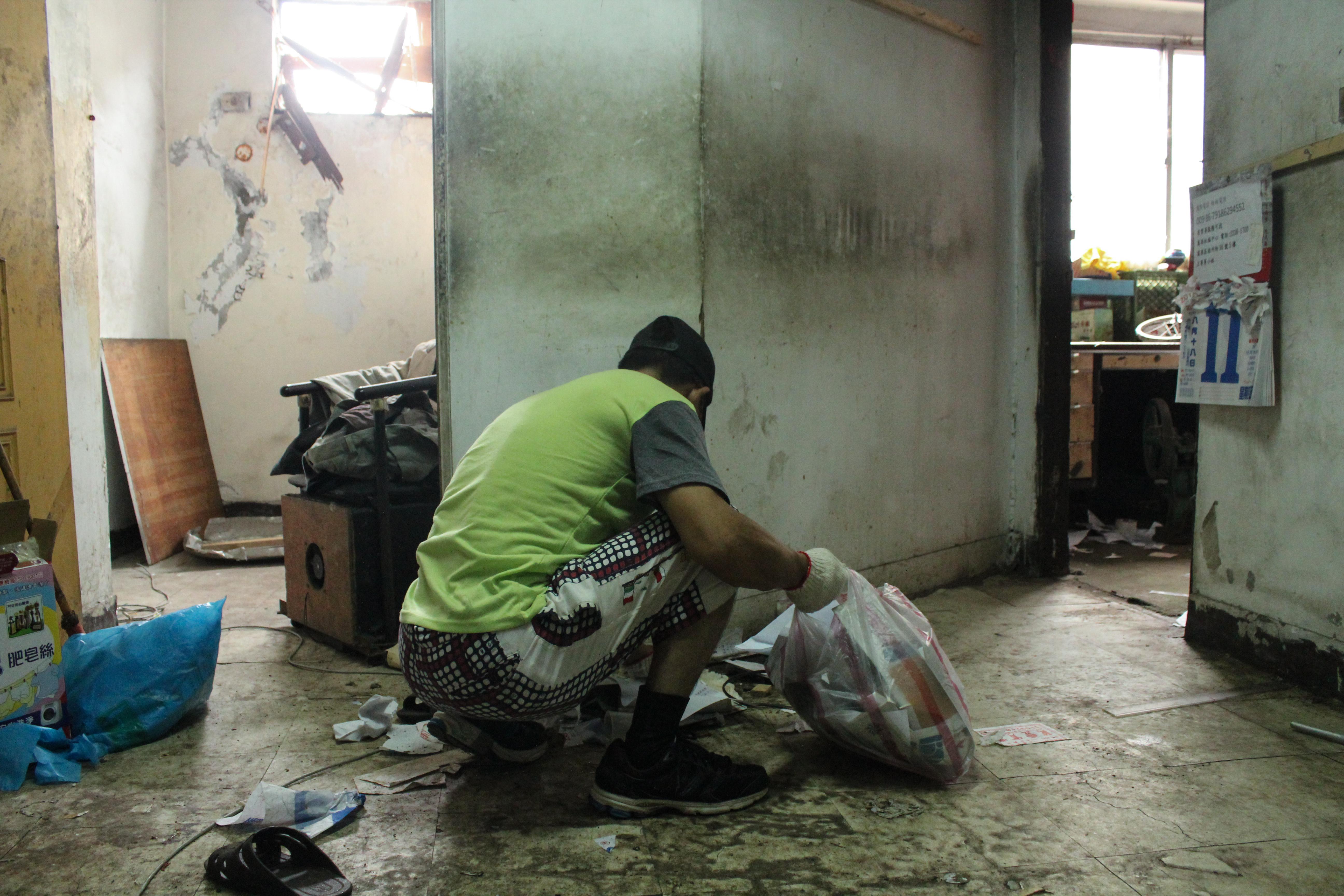 協助西寧國宅行動不便的伯伯整理家中空間