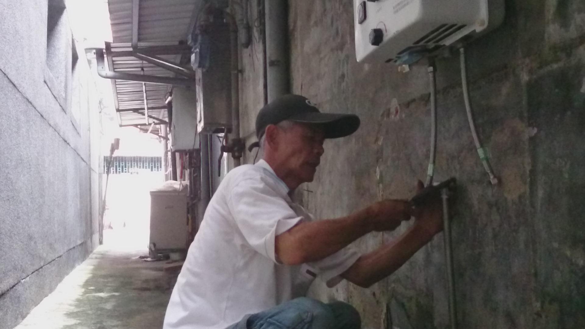 為狀況不好的弱勢租屋重新隔間並整理水電