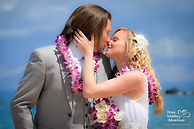 maui wedding kiss