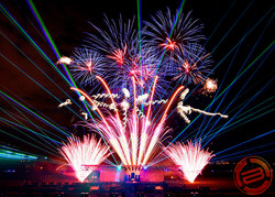 IM6CA_-96406870-spectacle-laser-feu-artifice+-+Kopi.jpg
