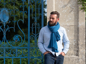 Cozy luxury - Men's cashmere scarves by The Travelwrap Company, UK