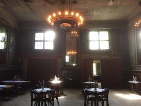 Recapture the Berliner Golden Twenties - Clärchens Ballhaus, Berlin
