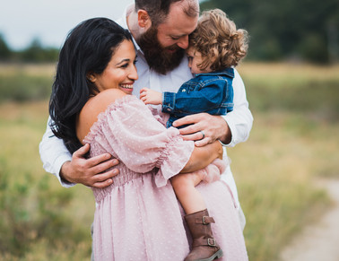 expecting mom in field with family