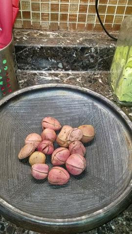 How We Store Obi Abata - Kola Nuts