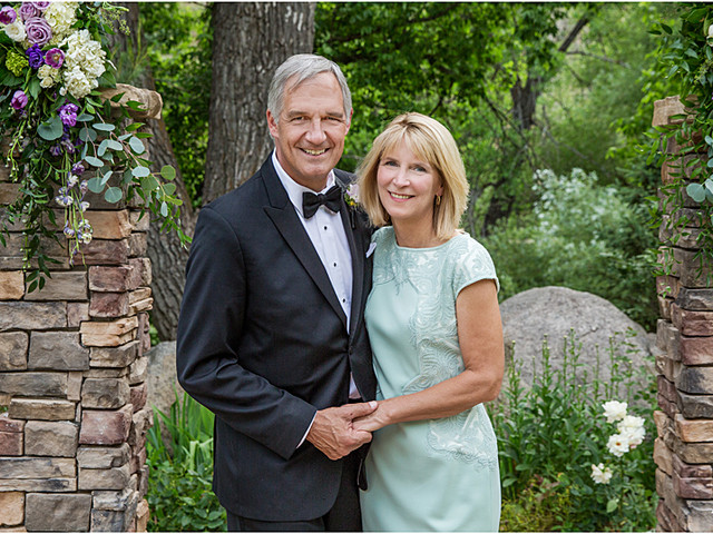 Family-Formal-Pictures-at-Wedgewood-on-Boulder-Creek-in-Colorado.jpg