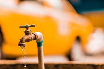 L'importance de l'eau lors de l'effondrement. Effondrement, coupure de l'eau potable. L'eau