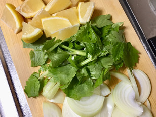 鶏肉とレモンの蒸し焼き