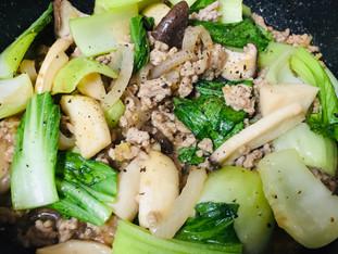 ひき肉とチンゲン菜の炒め物