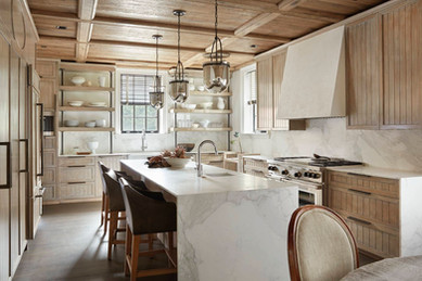 Plaster Walls & Faux Bois Kitchen Cab