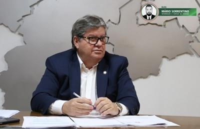 João Azevêdo sanciona lei que reduz mensalidades em escolas privadas