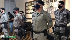 Policiais que participaram da prisão do suspeito de matar Patrícia Roberta são condecorados