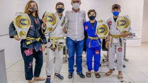Cícero Lucena recebe atletas campeões de jiu-jitsu em competição nacional infantil