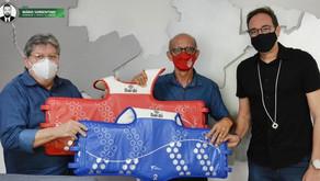 João Azevêdo entrega coletes eletrônicos para Federação Paraibana de Taekwondo Olímpico