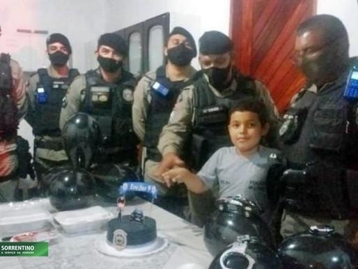 Policiais Militares fazem surpresa no aniversário de menino que sonha em ser policial na Paraíba