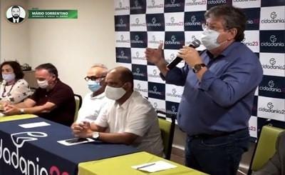 João Azevêdo anuncia Léo Bezerra como vice na chapa de Cícero Lucena