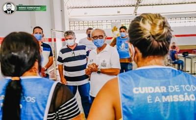 Cícero visita postos de vacinação e abre campanha para arrecadar alimentos