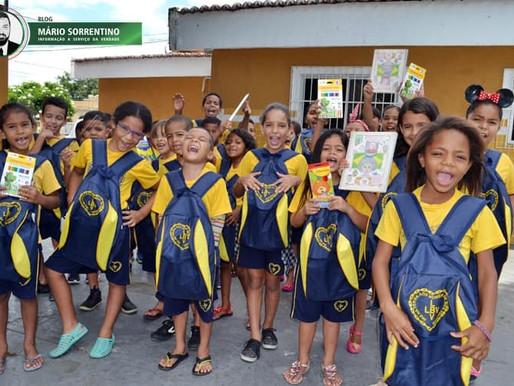Estudantes de João Pessoa recebem kits de material escolar da LBV