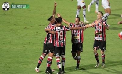 Santa Cruz vence Botafogo-PB e segue isolado na liderança