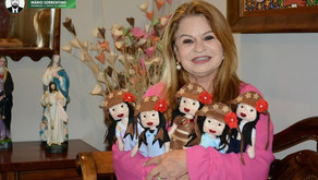 Primeira-dama é presenteada com bonecas Juliette produzidas por reeducandas