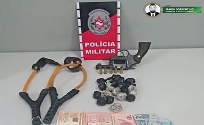 PMPB flagra suspeitos com estilingue que arremessaria drogas para o presídio de Santa Rita