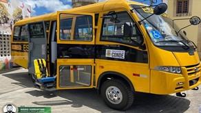 Conde: Prefeita Márcia Lucena entrega dois ônibus para o transporte escolar