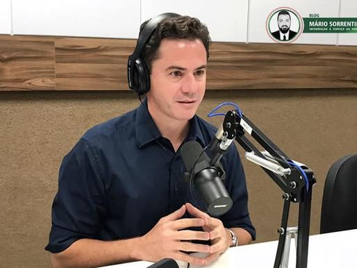 Veneziano critica Romero Rodrigues por reajustar em mais de 100% o IPTU, em Campina