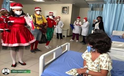 Hospital Metropolitano realiza ação natalina com arrecadação de brinquedos