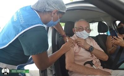 Mais de 2,1 mil pessoas foram vacinadas no segundo dia de imunização em pontos de drive thru, em JP
