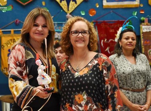 Primeira-dama é homenageada com troféu 'Amigo do bloco Portadores da Folia' da Funad