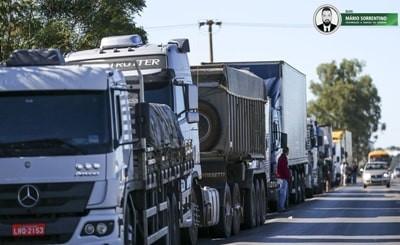 Líder caminhoneiro diz que greve está mantida e que não basta zerar tributo do diesel