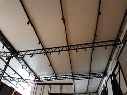Fechamento de telhado com painéis isotérmicos