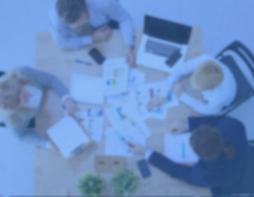 escritório com notebooks