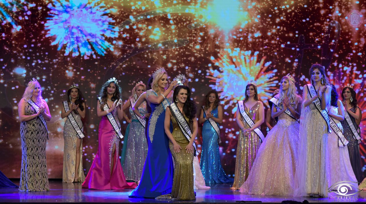 Mrs Earth 2018 crowning