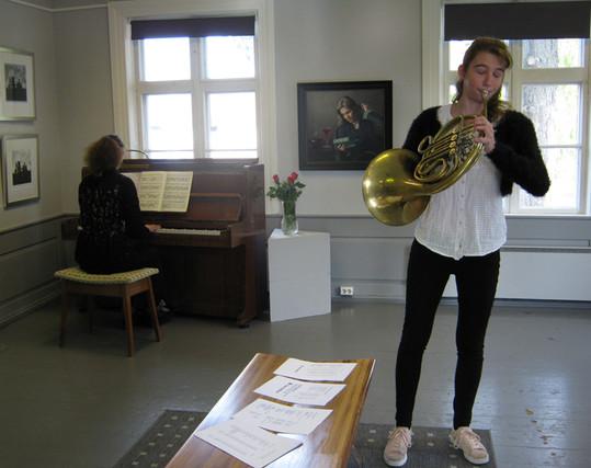 Sytske Pas and her mother playing/ Elverum Kunstforening