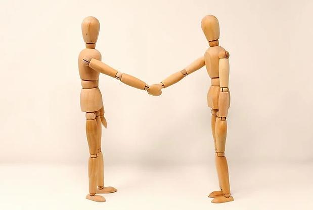 holding-hands-3139604__480.webp