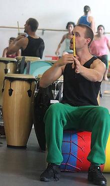 Vivien Hochstätter. Percusionista y artista de PerkImBa Cia cursos y talleres ritmo y percusion perkimba formacion