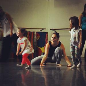 Roser Navarro. Artista PerkImBa Cia. Cursos y tallers ritme y moviment perkimba kids