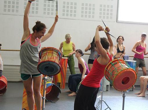 Ona Marco i Tura Gómez membres de PerkImBa Cia durant els cursos de formació