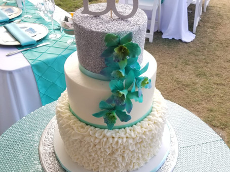 What to have in mind when ordering a wedding cake for an outdoor wedding...