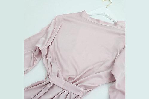 Bata con encaje rosa