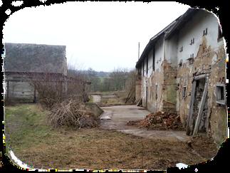 Stáje a stodola před rekonstrukcí