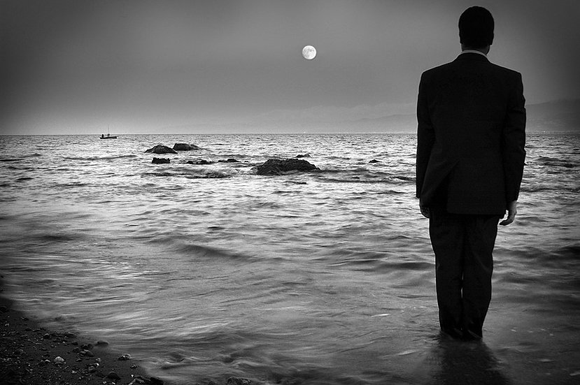 Man in the moonlight | Carlo Riggi