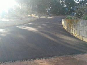 Parkerville - Perth hills - red bitumen driveway