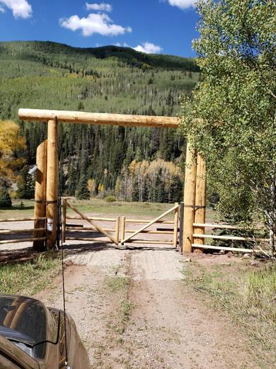 Round Rail Gate in Lodge Pole Archway