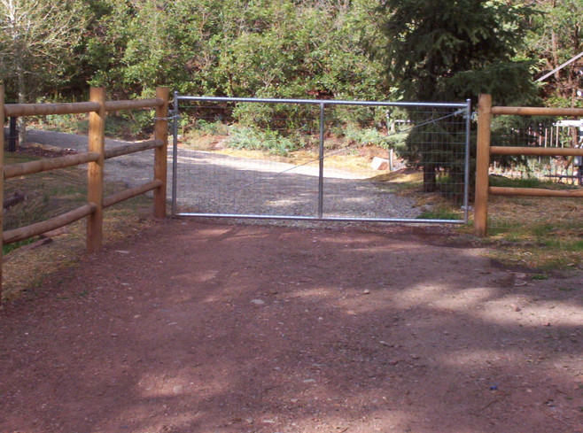 Round Rail Fence with Chain Link Gate