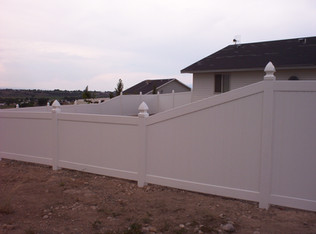 White Privacy with 4' to 6' Transition