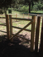 Doweled Round Rail with Gate