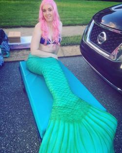 Mermaid pool parties are the best! 🧜🏻
